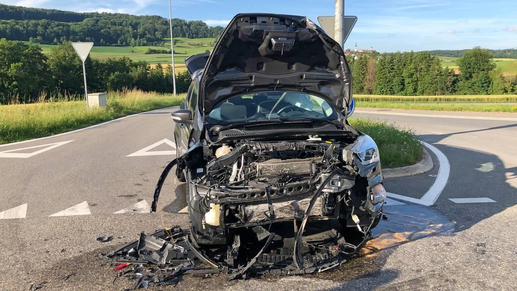 Vier Personen nach Autocrash verletzt – zwei davon Kinder