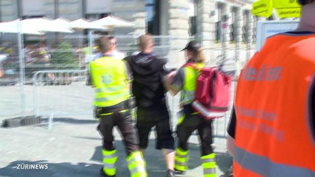 Schutz und Rettung im Einsatz an der Street Parade