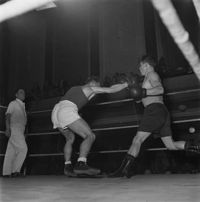 Härtere Töne: Mitte des letzten Jahrhunderts flogen im Musiksaal auch manchmal die Fäuste – Impressionen eines Boxturniers.
