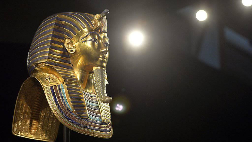 Nachdem der Kinnbart abgebrochen ist, wurde sie in Kairo unsachgemäss geflickt. Jetzt haben deutsche Spezialisten Tutanchamuns Totenmaske wiederhergestellt. (Archivbild)