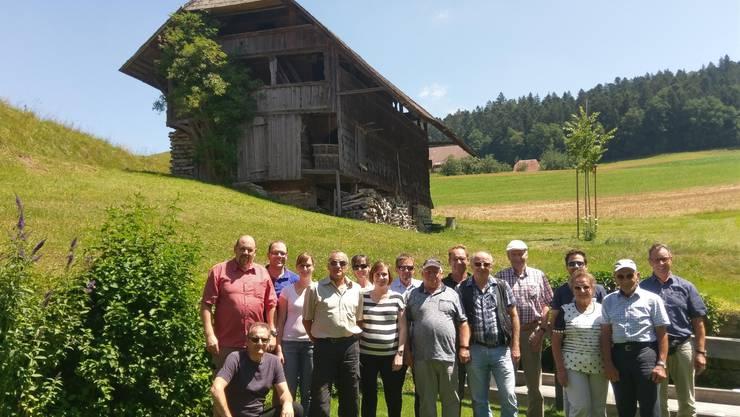 Gruppenfoto der Ehren- und Freimitgliedern sowie den drei Vorstandsmitgliedern des Turnvereins Dulliken