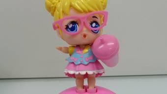 Beliebte Spielwaren wie Surprise Dolls (Puppen) und Squishy-Figuren enthalten für Menschen gefährliche Substanzen.
