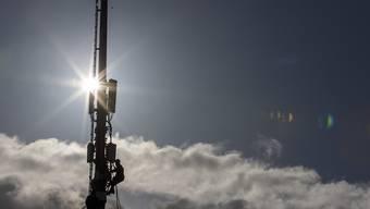 Während Vodafone sein 3G-Mobilfunknetz in Deutschland Ende Juni 2021 abschalten will, ist in der Schweiz noch nicht so bald Schluss für die dritte Mobilfunkgeneration. Branchenprimus Swisscom will bis mindestens Ende 2024 an 3G festhalten. (Archiv)