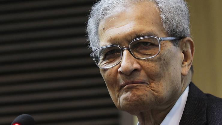 ARCHIV - Der indische Wirtschaftswissenschaftler und Philosoph Amartya Sen. Sen erhält den Friedenspreis des Deutschen Buchhandels 2020. Das teilte der Stiftungsrat am 17.06.2020 in Frankfurt am Main mit. Sen hatte 1998 den Wirtschafts-Nobelpreis erhalten. Foto: Anindito Mukherjee/EPA/dpa