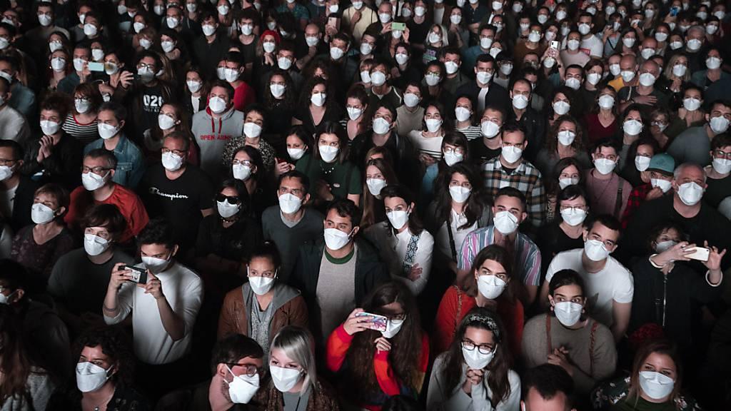 Erstes Grosskonzert in Barcelona mit 5000 Fans