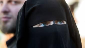 Wenn nach Bundesrecht eine visuelle Identifizierungspflicht besteht, beispielsweise im Bereich Sicherheit, besteht die Pflicht zur Enthüllung des Gesichts.