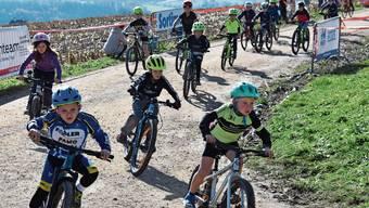 Auch die Jüngsten legten sich mächtig ins Zeug: Hier sieben- und achtjährigen Knirpse nach dem Start.