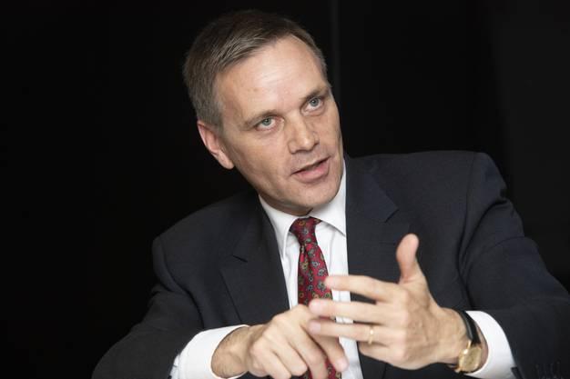 SVP-Mann Jean-Pierre Gallati erklärt, wie er als Regierungsrat die Spitalpolitk ändern würde.