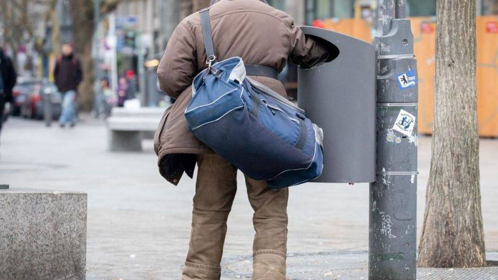 """Durchschnittlich 6,2 Prozent der EU-Bürger sind von extremer Armut betroffen. Spitzenreiter ist Bulgarien, wo jeder Fünfte seine Rechnungen nicht bezahlen kann. Mit 1,5 Prozent extrem Armer (gemäss EU-Norm) steht die Schweiz auf Rang drei der *reichsten"""" Länder Europas hinter Schweden und Luxemburg. (Symbolbild)"""