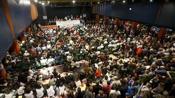 Die Genfer Staatsangestellten haben am Dienstag an einer von 1500 Personen besuchten Versammlung beschlossen, den Streik am Mittwoch zusammen mit den Bauarbeitern fortzusetzen.