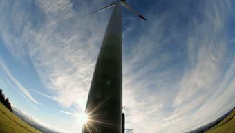 Im Jura drehen sich die Windräder, im Baselbiet die Planungsmühlen – im Bild eine Anlage in Saint-Brais JU.