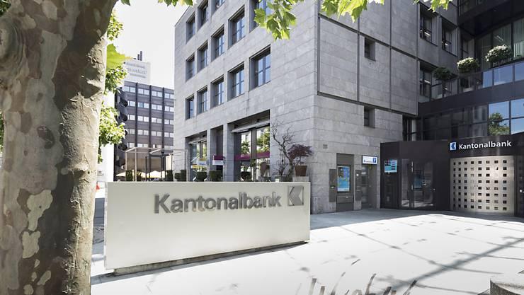 Die Aargauischen Kantonalbank (AKB) soll unverändert bestehen bleiben. Das will der Regierungsrat. Er lehnt eine Teilprivatisierung oder die Abschaffung der Staatsgarantie ab. (Archivbild)