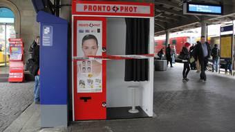 Der Fotokasten am Bahnhof Brugg wurde von einem 54-Jährigen beschädigt.
