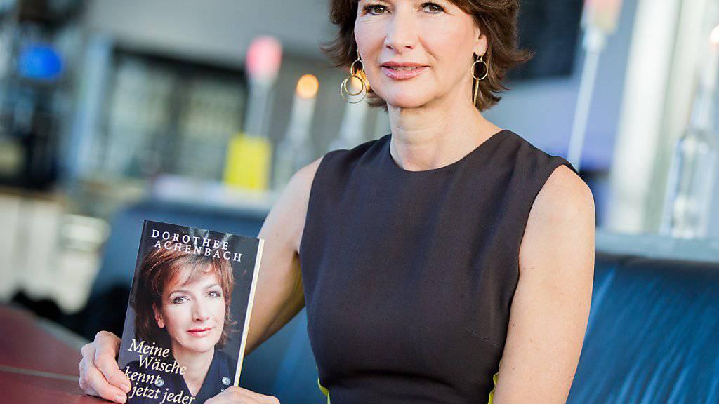 """Dorothee Achenbach am Mittwoch in Düsseldorf. In """"Meine Wäsche kennt jetzt jeder"""" berichtet sie von ihrem durch ihren Mann verursachten Absturz vom Reichtum in die Bedürftigkeit."""