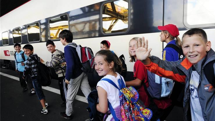 Grosse Augen: Kinder aus Bischofszell bei ihrer Durchreise im Hauptbahnhof Zürich.