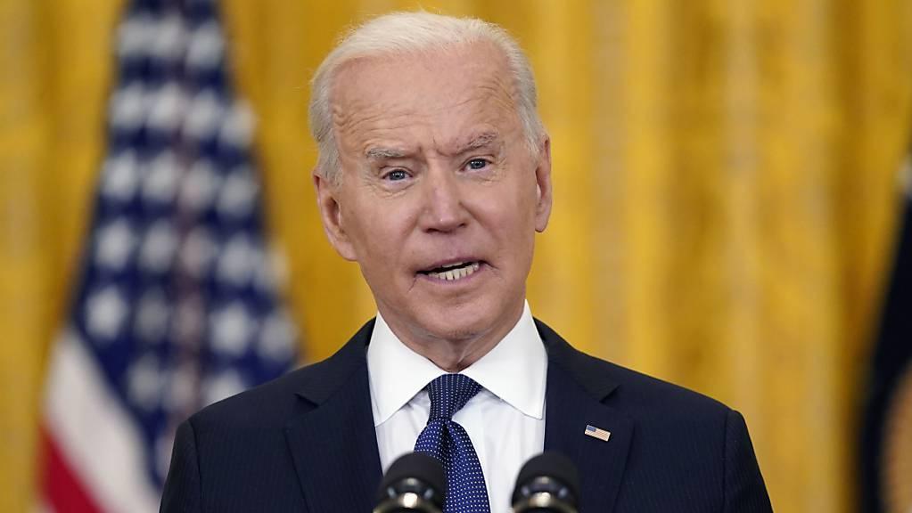 Joe Biden, Präsident der USA, spricht bei einer Pressekonferenz im East Room des Weißen Hauses. Foto: Evan Vucci/AP/dpa