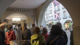 """Die Fraktion der Grünen am Mittwoch während ihrem Ausflug zum Thema """"Bekannte MigrantInnen in der Stadt Bern""""."""