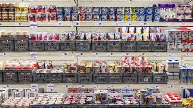 Schweizerinnen und Schweizer mögen süsse Jogurts (Symbolbild)
