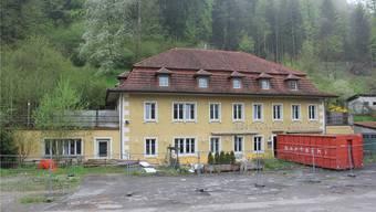 Hat schon bessere Zeiten erlebt: Im Restaurant Bahnhof soll nach dem Umbau wieder Leben einkehren. CM