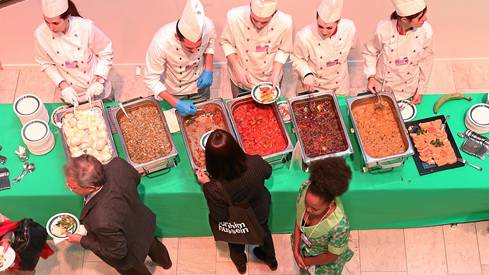 Paradies für Gourmets : Eröffnungsbuffet vom 22. Januar. swiss-image.ch