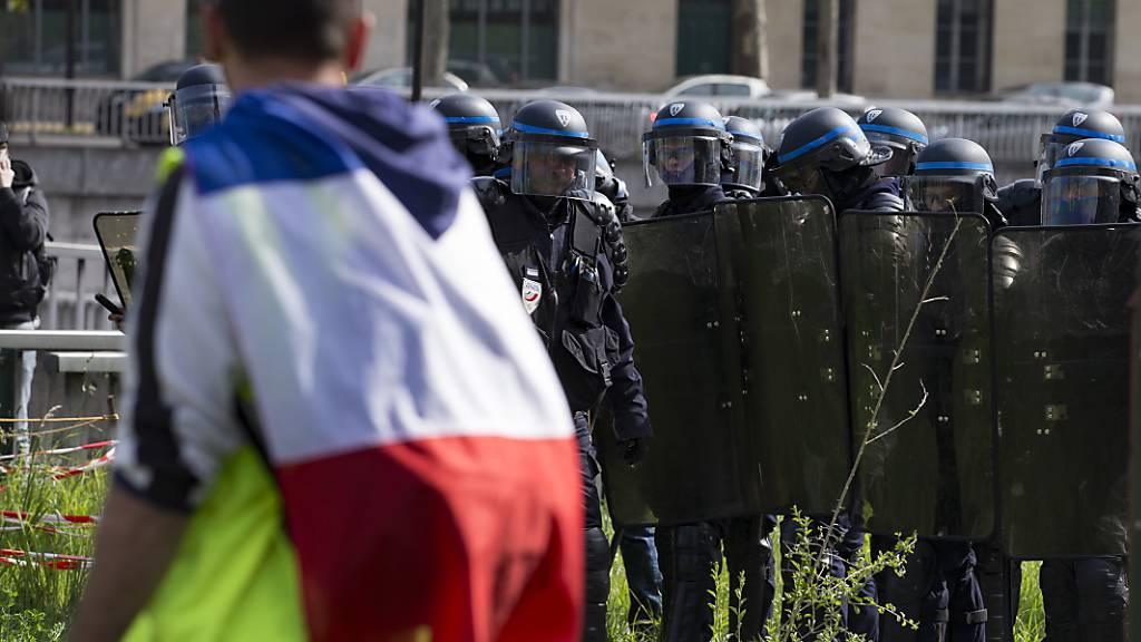 Erneut haben am Samstag «Gelbwesten» in Frankreich demonstriert. Sie fordern unter anderem bessere Anstellungsbedingungen und ein Ende der Polizeigewalt. (Archivbild)
