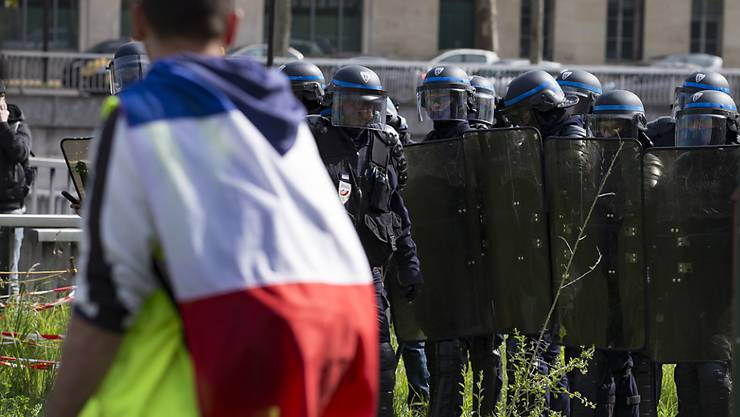 """Erneut haben am Samstag """"Gelbwesten"""" in Frankreich demonstriert. Sie fordern unter anderem bessere Anstellungsbedingungen und ein Ende der Polizeigewalt. (Archivbild)"""