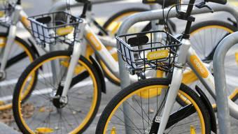 Die Velos der Firma O-Bike aus Singapur können per App geortet und entsperrt werden, die Fahrkosten werden von der Kreditkarte abgebucht.