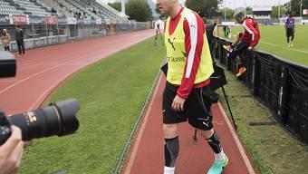 Abgang: Philippe Senderos muss zusammen mit Silvan Widmer und Luca Zuffi nach Hause reisen
