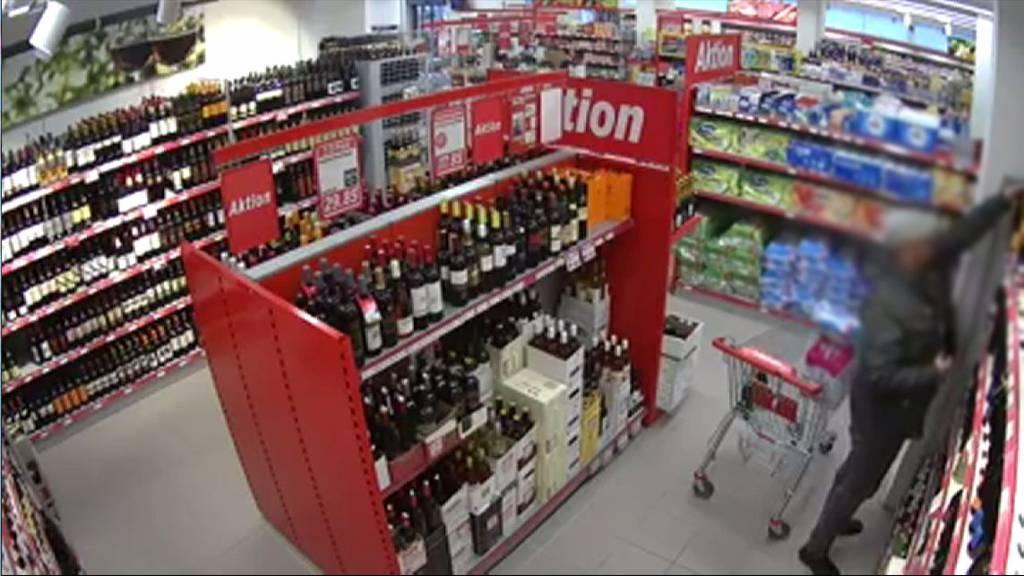 Dieb stiehlt 18 Flaschen Champagner - in seiner Hose