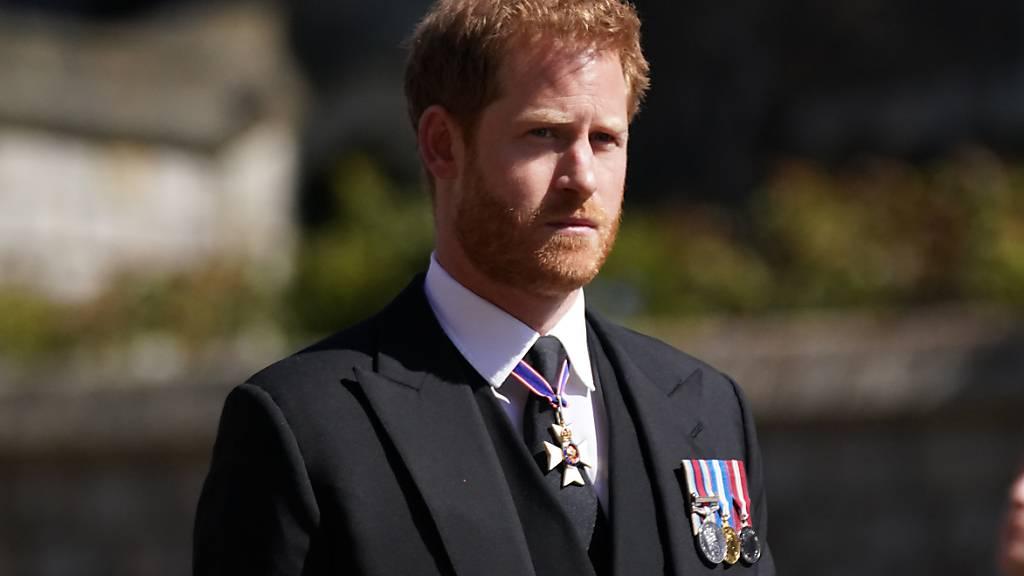 Prinz Harry nimmt an der Prozession auf Schloss Windsor teil. Die Trauerfeier und Beisetzung von Queen-Ehemann Prinz Philip, Herzog von Edinburg, finden auf Schloss Windsor statt. Prinz Philip war am 9. April im Alter von 99 Jahren gestorben. Foto: Victoria Jones/PA Wire/dpa