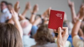 Die Gmeind in Dintikon hat am Donnerstag einer von elf Einbürgerungen zugestimmt. (Symbolbild)