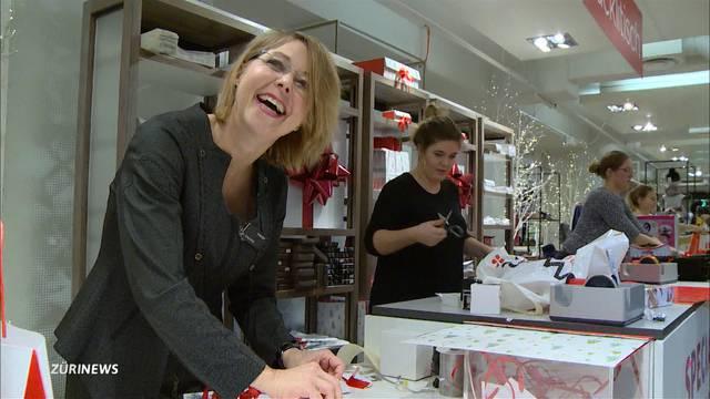 Abertausende Geschenke eingepackt: Die Päcklifee vom Manor