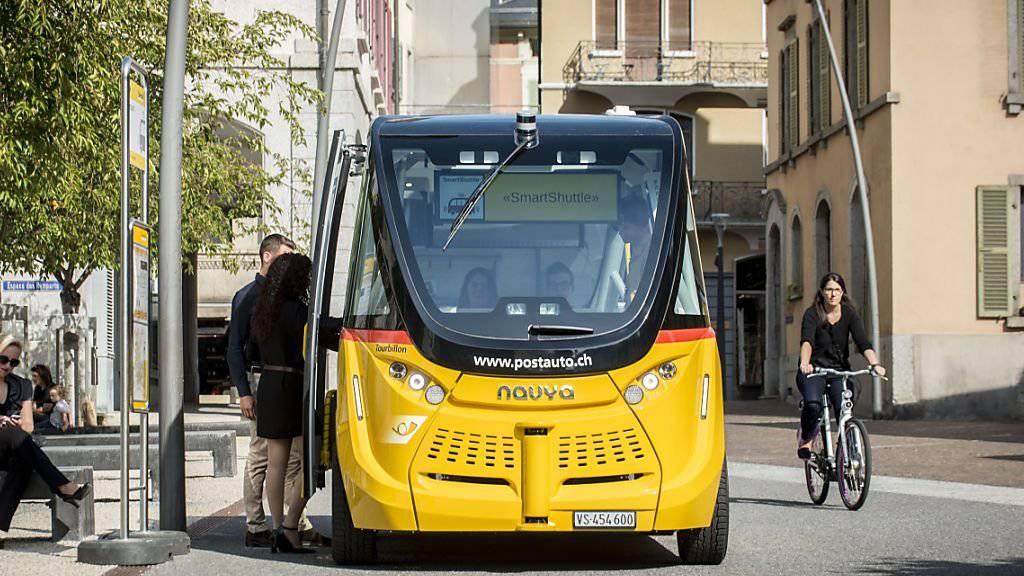 Die selbstfahrenden Postautos kommen bei der Bevölkerung und Touristen gut an. Das freut das Transportunternehmen PostAuto und ihre Partner.