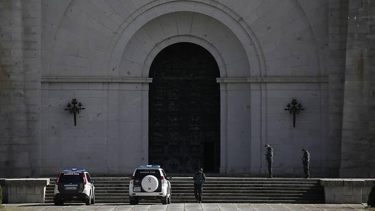 """Der spanische Diktator Franco soll am heutigen Donnerstag von seiner bisherigen Ruhestätte im Mausoleum """"Valle de los Caídos"""" bei Madrid (Bild) umgebettet werden. (Archivbild)"""