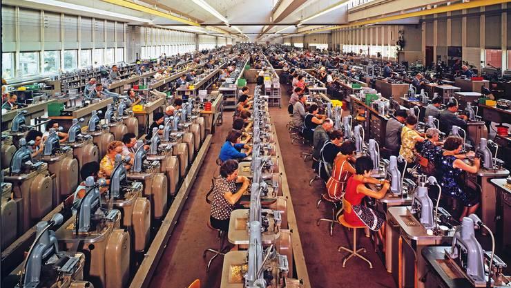 Personalintensiv: Montagehalle der ASSA mit 9000 Quadratmetern, zirka 1960.