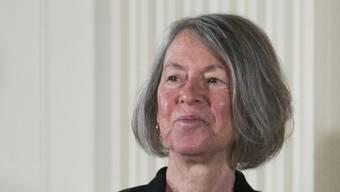 Die 77-jährige amerikanische Lyrikerin Louise Glück wird mit dem Literaturnobelpreis 2020 geehrt.
