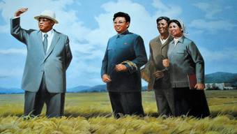 Gemalte Zuversicht in Nordkoreas Saatgutbetrieb: Kim Il Sung und Kim Jong Il im Weizenfeld. akg-images