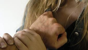 Ein Mazedonier wurde von seiner Ex-Frau wegen Vergewaltigung angezeigt.