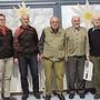 Die Jubilare (ab Mitte nach rechts): Reinhard Vogt (1928), Schinznach; Hans Umiker (1928), Hausen; Hansruedi Kupferschmid (1926), Villnachern; Willi Steinhauer (1922), Brugg. Vom Kreisturnverband (von links): Daniel Wenger, Technischer Leiter; Bernadette Vogt, Präsidentin, Hans-Peter Liebhardt, Verantwortlicher Sternmarsch.