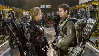 Im Action-Film «Edge of Tomorrow» tragen die Stars Emily Blunt und Tom Cruise ein Exoskelett für kriegerische Zwecke.
