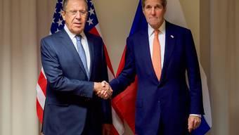 Die Aussenminister Russlands und der USA, Lawrow und Kerry, wollen nach russischen Angaben am Donnerstag und Freitag in Genf einen weiteren Anlauf für eine Waffenruhe in Syrien machen. Ein Sprecher des US-Aussenministeriums wollte das Treffen jedoch nicht bestätigen. (Archivbild)