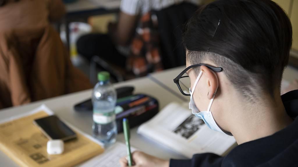 Obwaldner Kantonsrat diskutiert Ende der Maskenpflicht an Schulen