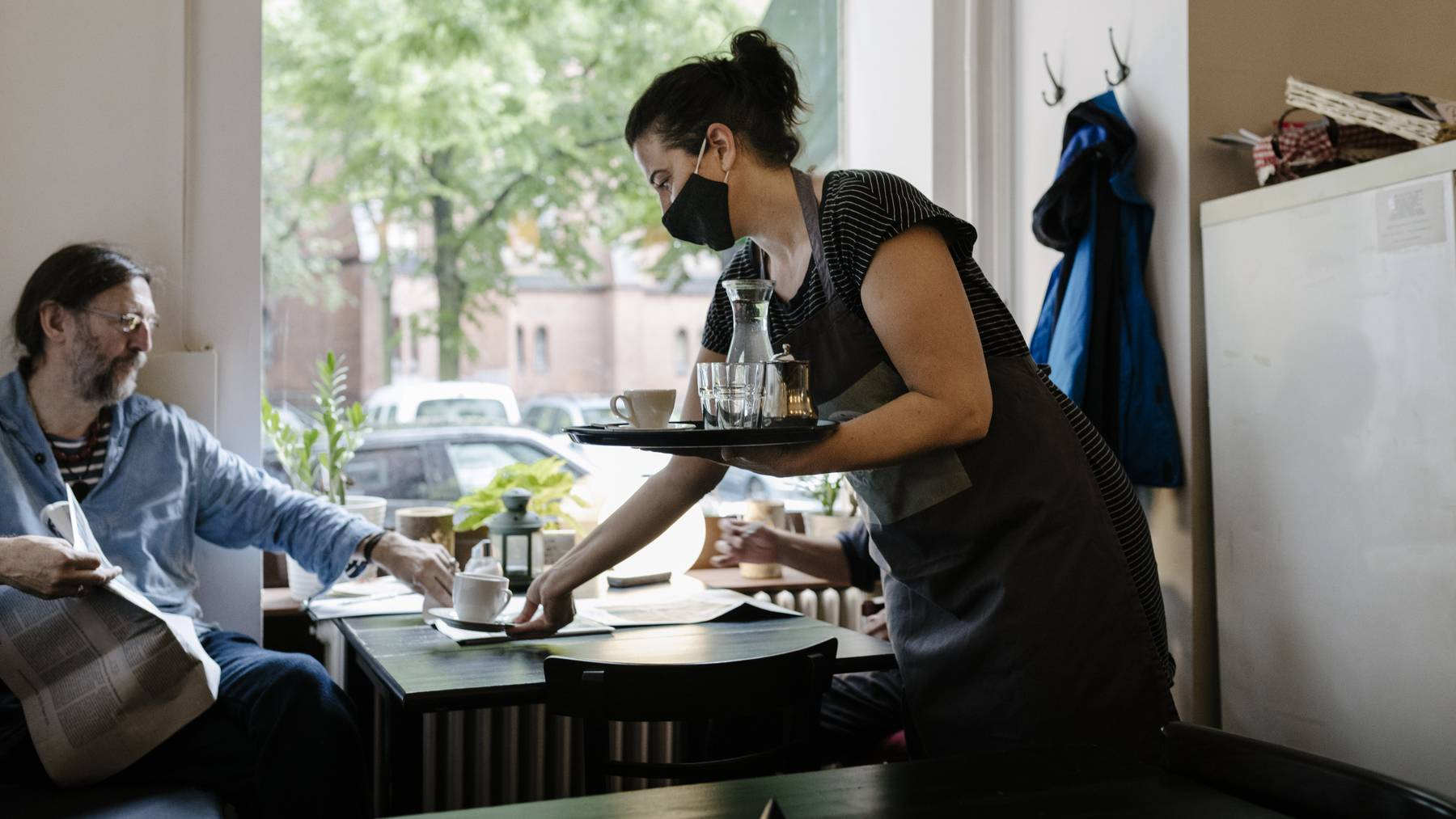Gastronominnen dürfen ihre Gäste wohl schon bald auch drinnen bedienen.