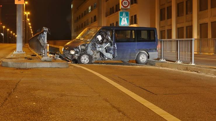 Der Lenker dieses Lieferwagens und Unfallverursacher hatte 1,47 Promille intus.