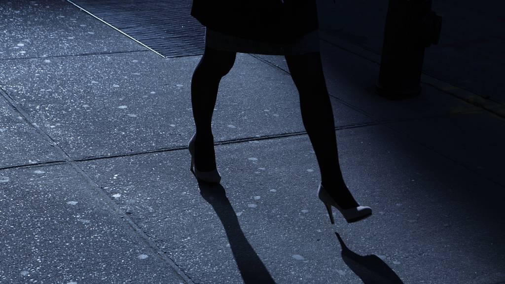 In Kreuzlingen wurde eine Frau belästigt und beraubt. (Symbolbild)