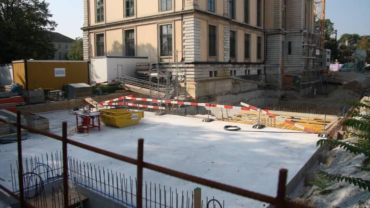 Die Baugrube für den Kulturgüterschutzraum hat sich abgesenkt.