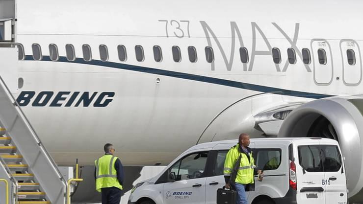Der Boeing-Konzern räumt ein, viel früher vor zwei Flugzeugabstürzen von Problemen mit den Unfall-Maschinen gewusst zu haben. (Archivbild)