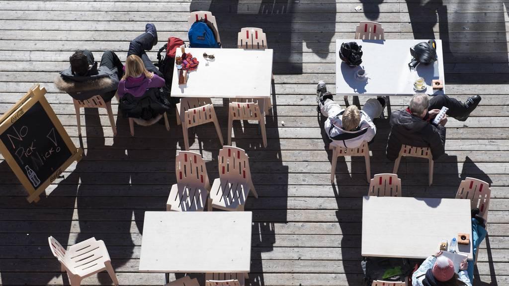 Bündner lassen Terrassen offen – zum Ärger von Bund und Nachbarskanton