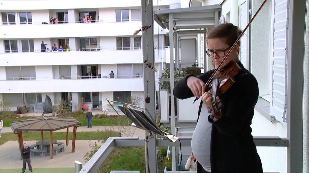 Violinistin verzückt Nachbarn