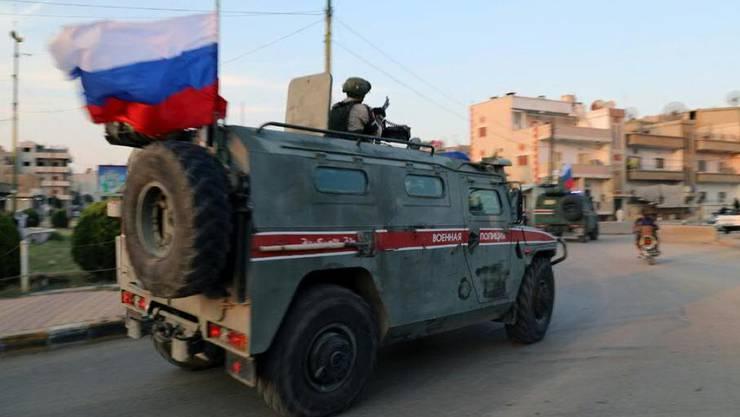 Die russische Militärpolizei patroulliert im Norden Syriens -  künftig soll es auch gemeinsame Patroullien mit türkischen Kräften geben. (Archiv)